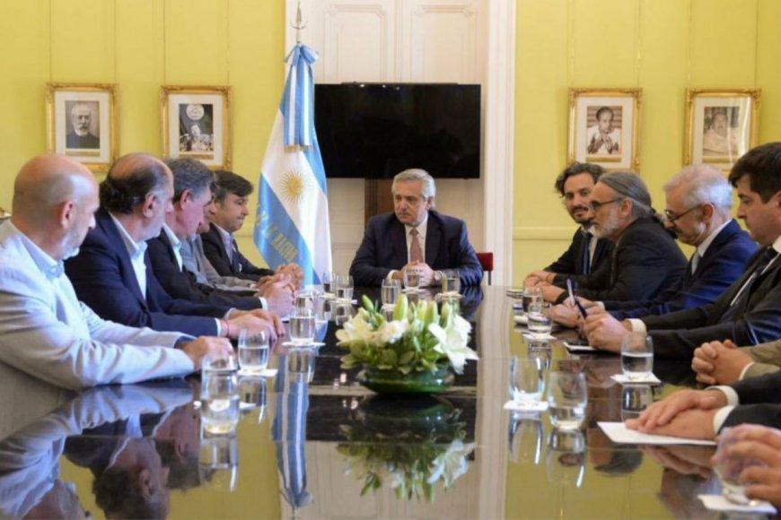 Chemes (izquierda), en la reunión con Fernández.