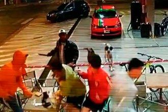 Alcoholizado, atacó con un machete y quedó registrado en las cámaras de seguridad