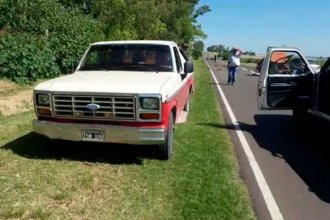 Un auto chocó a una camioneta que transportaba combustible con un acoplado