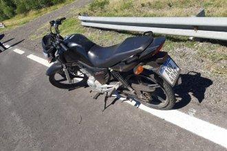 Sobre Ruta 12, dos hermanos volcaron en motocicleta tras sufrir el reventón de un neumático