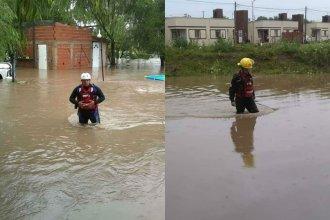 Asisten a familias de dos localidades ante la tormenta y el caudal de lluvias