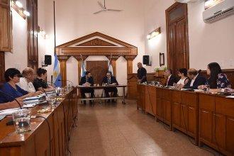 En votación dividida, declararon la emergencia económica en la Municipalidad y congelaron sueldos políticos