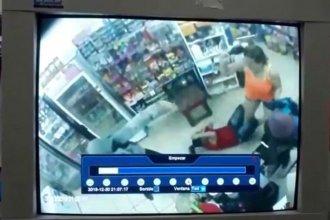 Entraron a robar en un comercio y la mujer que atendía se defendió a botellazos