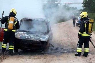 Dos autos se incendiaron por completo, en el amanecer del primer día del año