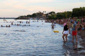 El verano 2020 comenzó con las playas de Colón colmadas de bañistas
