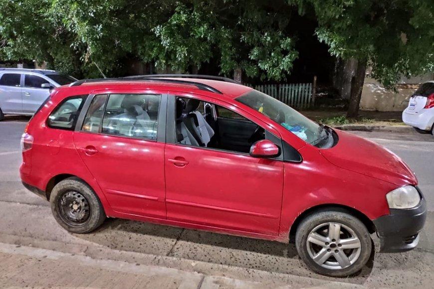 El auto del damnificado, con una ventanilla baja