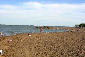 Guardavidas la rescataron en el lago cuando trataba de cruzar a un islote de piedras