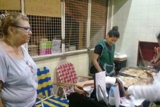 En vacaciones, maestras venden empanadas para comprar útiles a sus alumnos