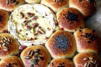 Queso Camembert con panes tostados