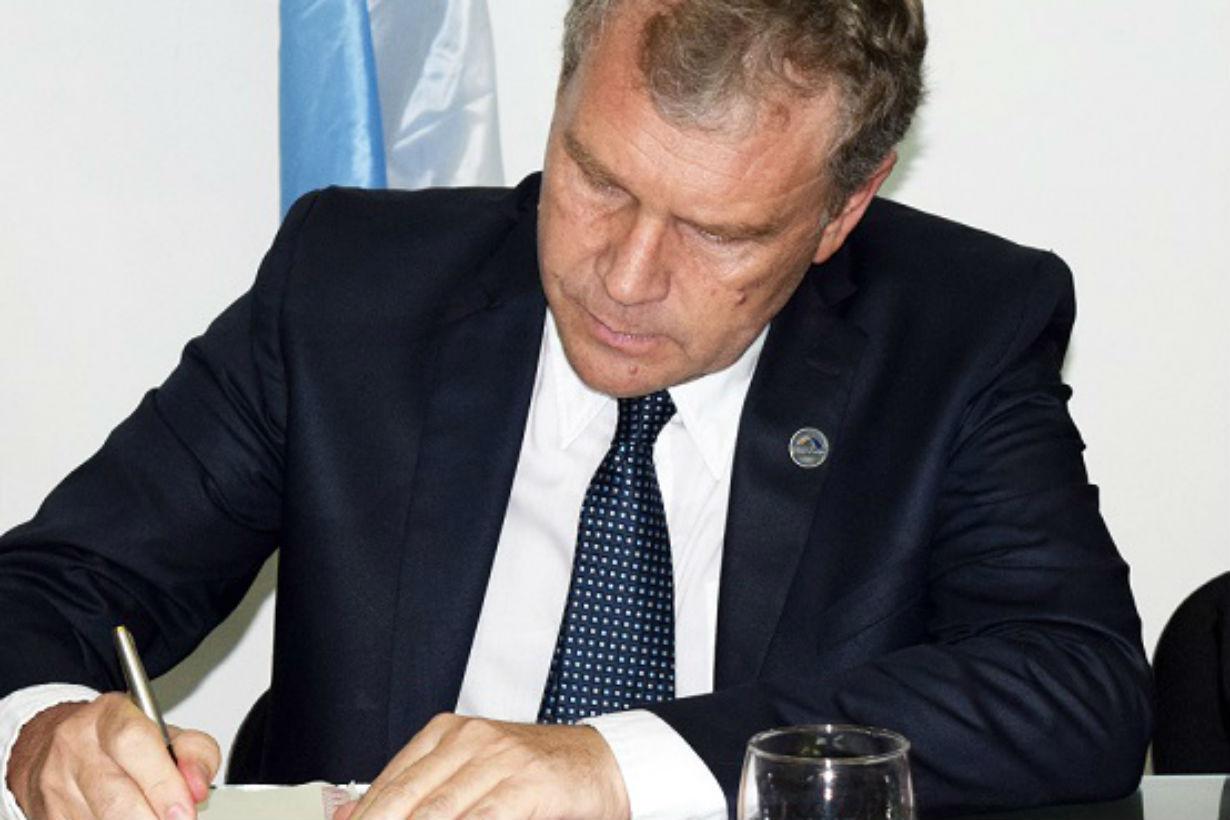 Galimberti firmó el decreto que congeló su sueldo.