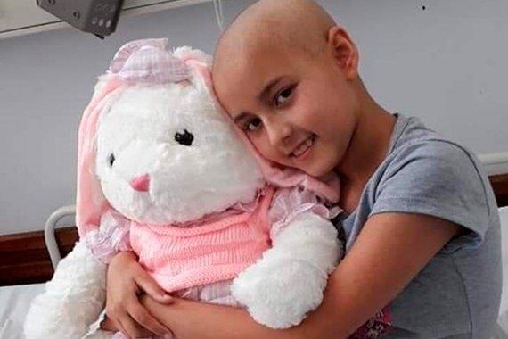 Donó cabello para una chica con cáncer y al poco tiempo se lo descubrieron a ella: ahora vende una rifa para pagar el tratamiento