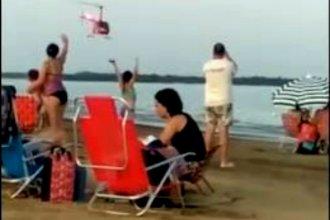 Sorprendió con un vuelo rasante a bañistas que disfrutaban de una tarde de playa