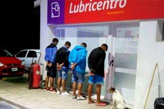 Viajaban a Montevideo para presenciar el partido contra Peñarol, pero fueron detenidos en Entre Ríos