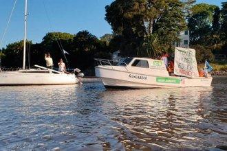 Ambientalistas protestaron contra la depredación de los humedales con una caravana naútica