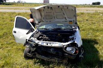 Chocó contra un camión y terminó volcando a la vera de la autovía 14