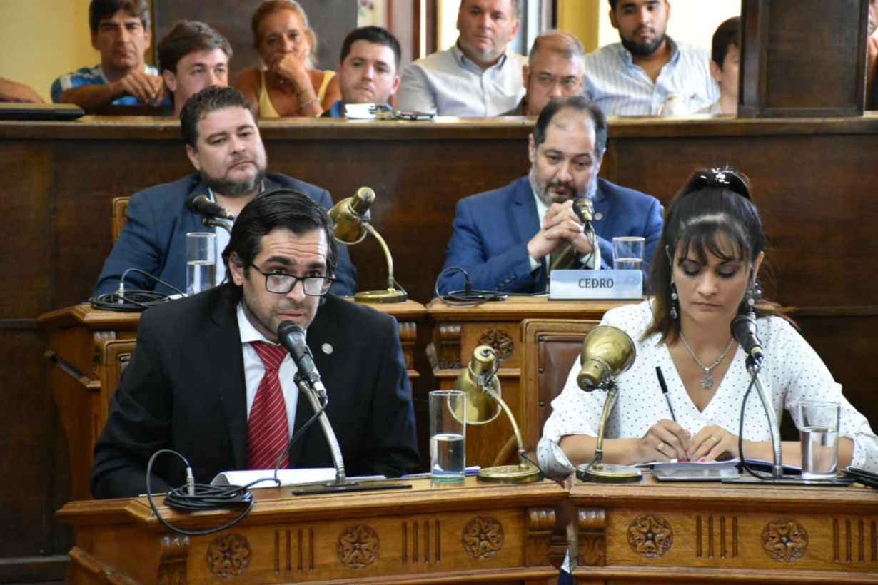 Gallo y Villalba le respondieron a la oposición.