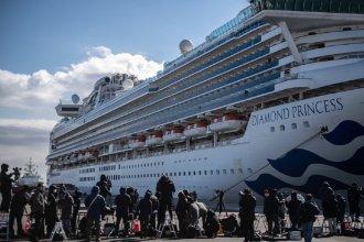 Confirmaron que un argentino contrajo coronavirus en el crucero varado en Japón