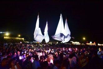 Impacto visual y musical a través de danzas aéreas en la primera noche de la Artesanía