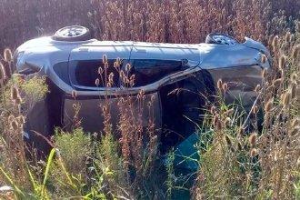 Mañana de lunes accidentada: un vehículo volcó, otro despistó y los ocupantes fueron hospitalizados