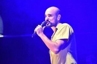 Abel Pintos cantó más de 20 canciones y brilló en el escenario de la Fiesta de la Artesanía