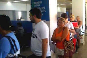 """Protesta en la planta baja de la Municipalidad: """"El aumento en las tasas es atroz"""""""