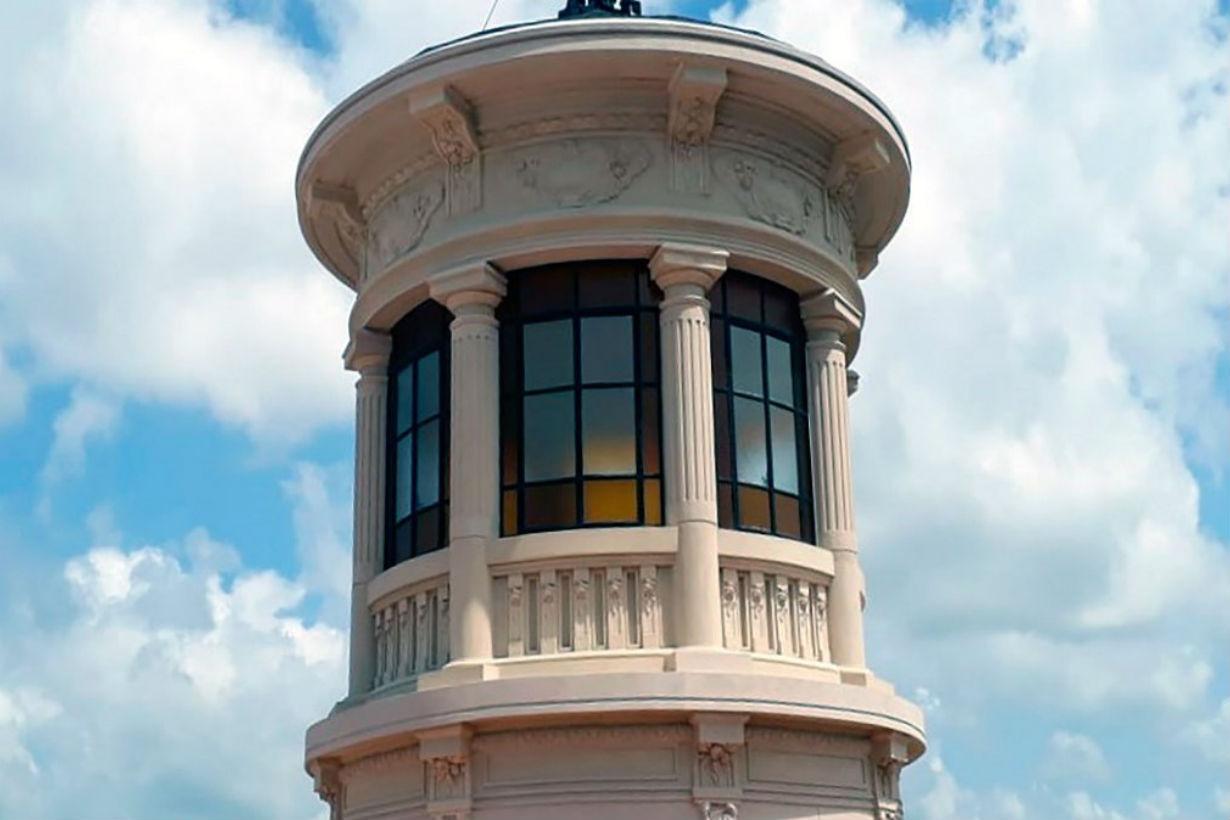 La torre, símbolo del Colegio Nacional Clavarino.