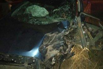 Un joven perdió la vida en un triple choque entre un auto, una camioneta y un camión