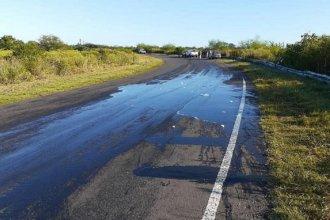 Piden precaución al conducir: un camión despistó y esparció jabón líquido sobre la ruta