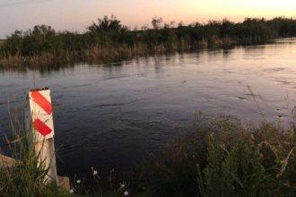 Bomberos buscan a un joven y a un niño de 4 años que cayeron al arroyo Feliciano