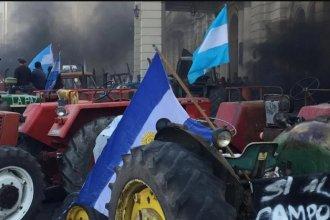 """Sobreseyeron a dirigentes rurales por el violento """"tractorazo"""" frente a Casa de Gobierno en 2015"""