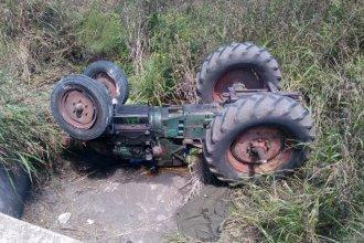 Trabajador rural perdió la vida al caer en una alcantarilla con su tractor