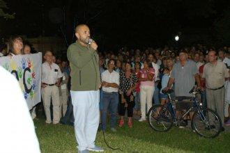 """Vecinos de diferentes barrios de Concordia se acercaron a la plaza Urquiza a decir """"No al impuestazo"""""""