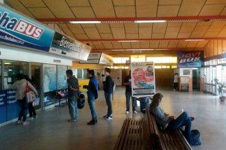 Pelea por un cambio de pasaje: Detuvieron a un hombre tras una pelea con un empleado de la terminal