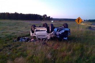 Regreso accidentado en RN14: bonaerenses volcaron con su camioneta, a la altura de Chajarí
