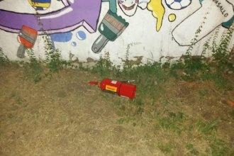 A la madrugada, menores fueron sorprendidos por la Policía cuando hacían vandalismo en una escuela