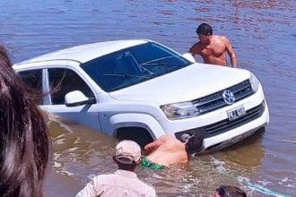 A un conocido empresario de Gualeguaychú, se le hundió la camioneta en el río