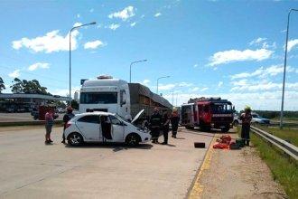 Salía de una estación de servicio, no vio al camión y terminó siendo arrastrado por la autovía