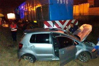 No vio el tren, fue chocada y arrastrada varios metros y vive para contarlo