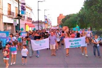 """Salieron a la calle para denunciar """"el mal estado del Río Uruguay"""" y """"romper la inercia del no te metas"""""""