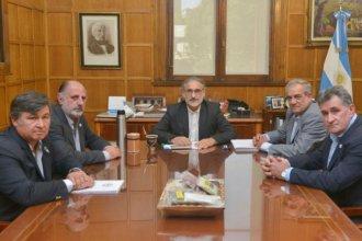 El ministro Basterra confirmó que las retenciones a la soja aumentan al 33 por ciento