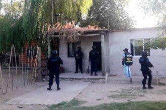 Encontraron una plantación de marihuana en la casa y se lo llevaron detenido