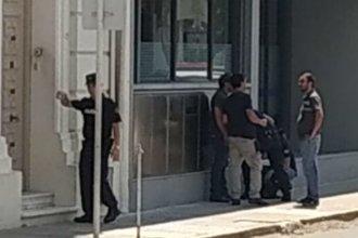 Cliente desquiciado baleó a la gerenta de un banco en la costa del Uruguay