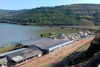 La sequía golpea a la producción en el sur de Brasil y una empresa privada comenzó a sacar agua del río Uruguay