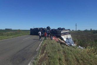 Volcó un camión con yerba y la policía debió montar operativo para evitar el robo de la carga
