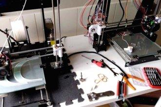 Sumate a la cruzada solidaria y ayudalos a que puedan seguir fabricando piezas claves en 3D para los hospitales