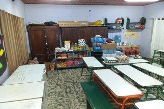 Con un comedor nocturno, una escuela enfrenta la crisis económica en cuarentena