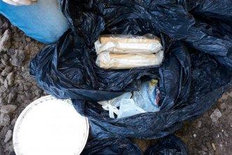 Allanaron la casa por un robo y encontraron un kilo de marihuana en un balde enterrado