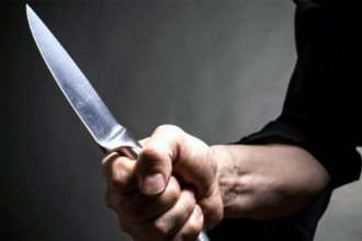 Un chico de 14 años sufrió 5 puñaladas al salir en defensa de su madre agredida por su expareja