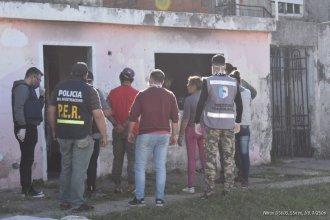 En varios allanamientos en simultáneo, secuestraron gran cantidad de droga y detuvieron a cuatro personas