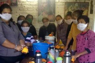 Llevan 18 años sirviendo la merienda y ahora también cocinan 600 raciones de almuerzo